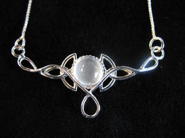 Simple Trinity Knot Pendant by camias