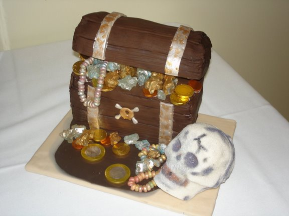 pirate chest cake by mladymandi