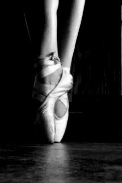 Pointe feet 2 by elphabaevitaeponine
