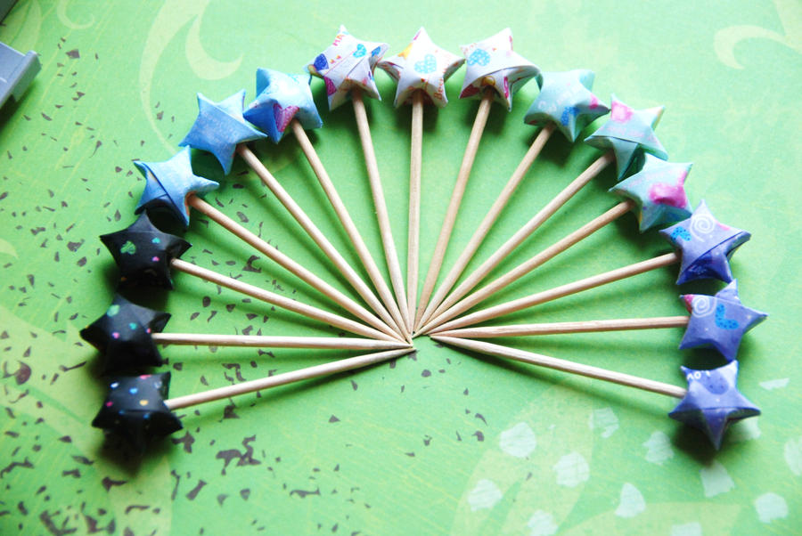Origami Star Cupcake toppers by lisadeng