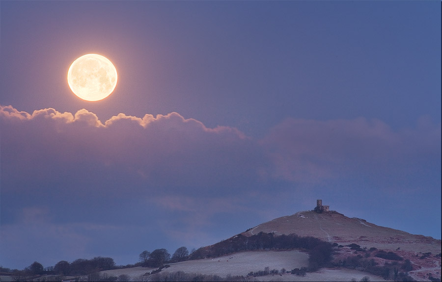 Brentor Moonset by Alex37
