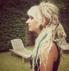 Wavy beach blondes (synth dreads!)
