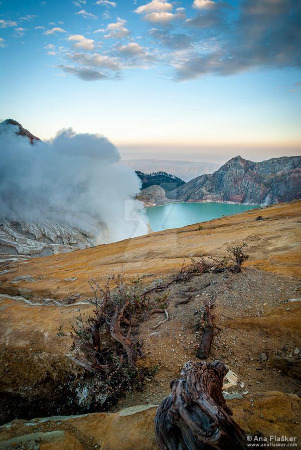 Kawah Ijen Crater by Dinozzaver