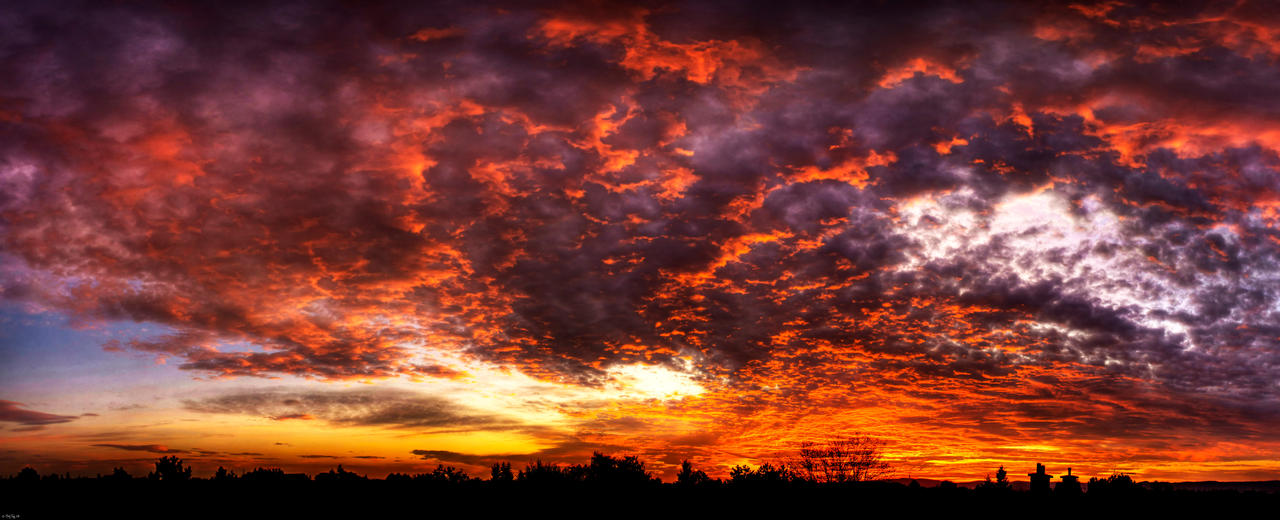 Sunset above Ivanka IV. by roehunter
