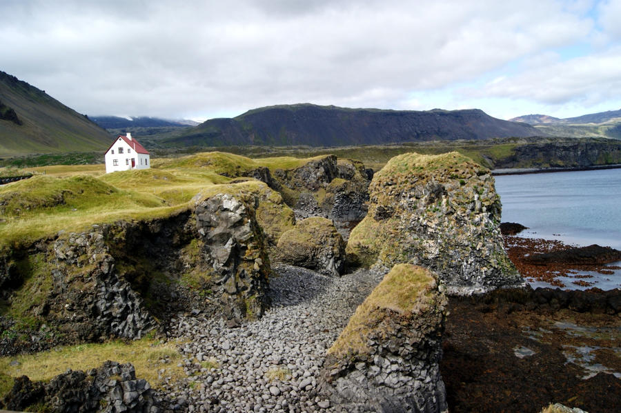 Lonely house by cleochen on deviantart for Iceland lonely house