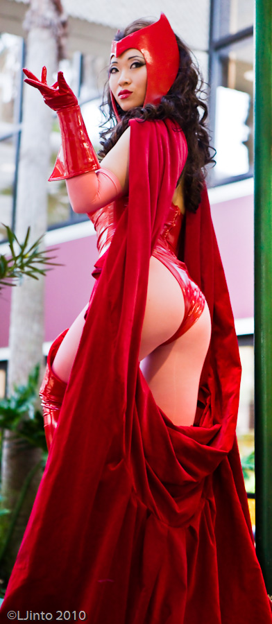 Scarlet Witch at Megacon I by yayacosplay