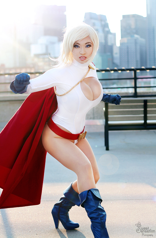 Power Girl - ready to fight! by yayacosplay