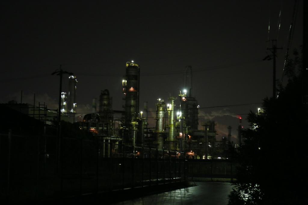 Factory night view by renyazure