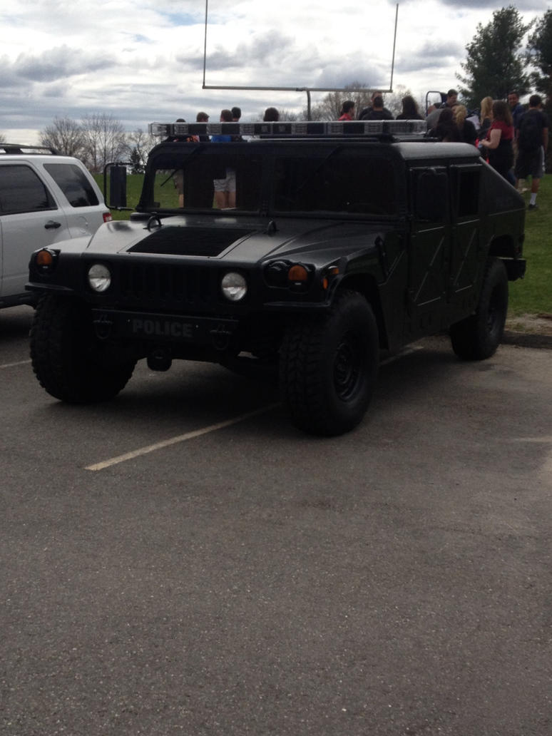 Police Humvee by AVpuppy