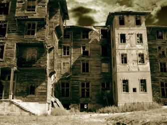 Ghost House by profesorx