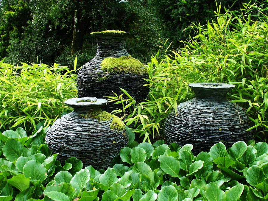 Slate Urns by tartanink