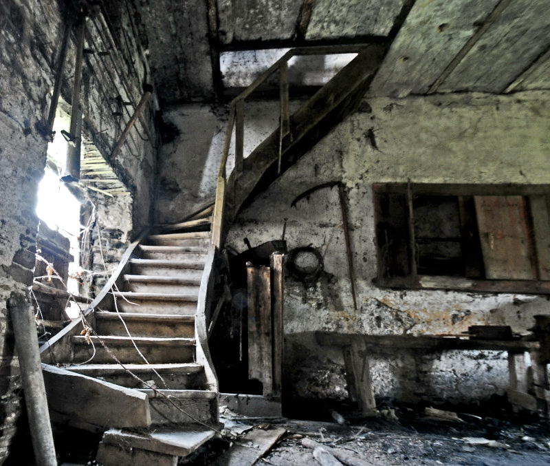 Barn of horror by stengchen