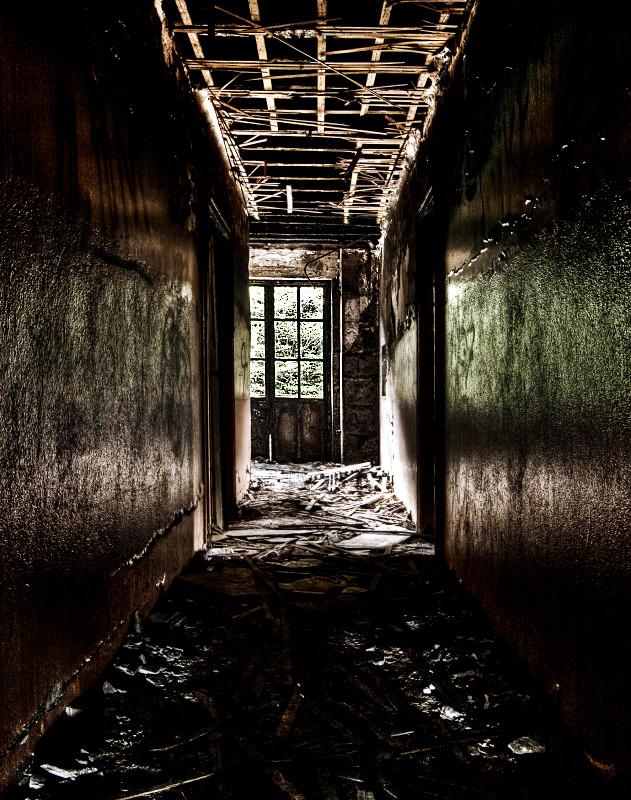 Dark Corridor by stengchen