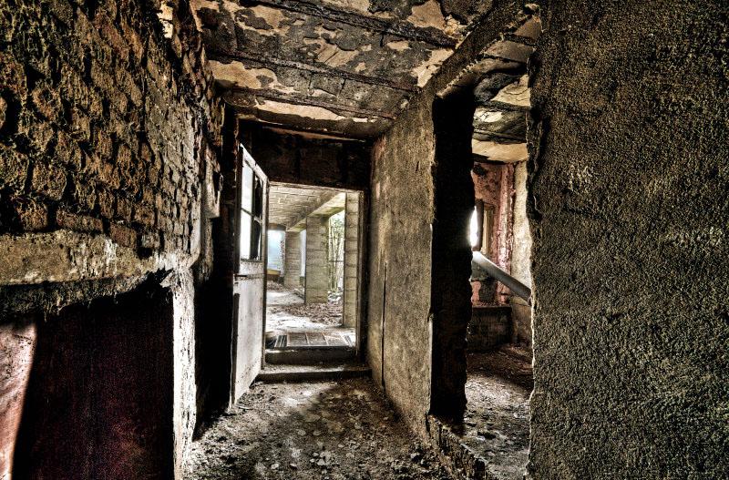 Forgotten Exit by stengchen