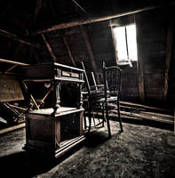 Forgotten Attic by stengchen