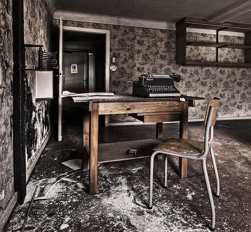 Ghost Writer by stengchen