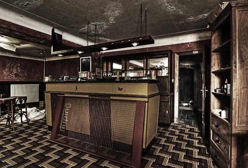 Ghost Cafe by stengchen