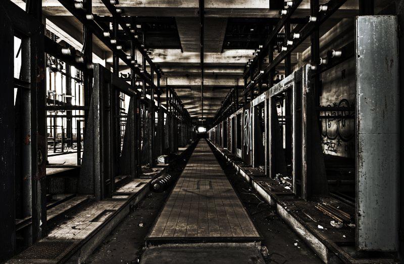 Corridor Of Darkness by stengchen