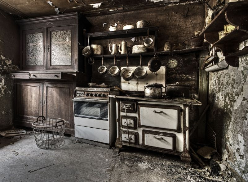 Old Kitchen by stengchen