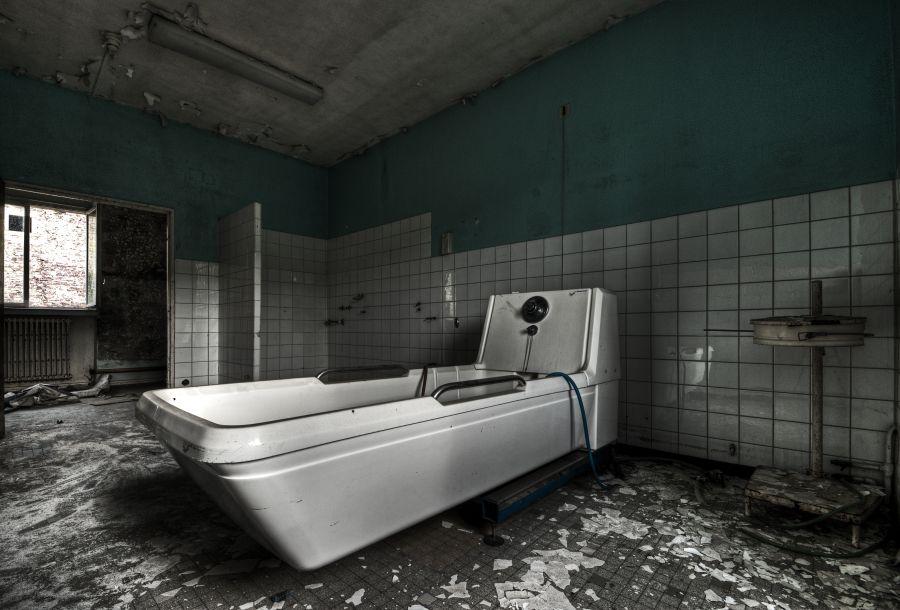 Hospital Bathroom by stengchen