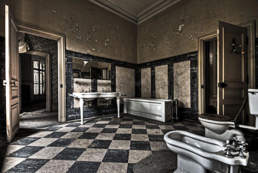 Royal Bathroom by stengchen