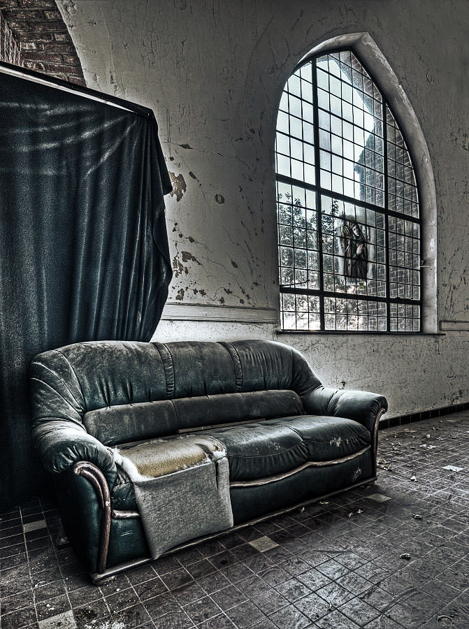 Holy Couch by stengchen