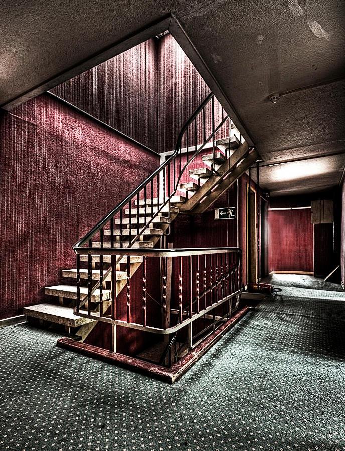 Red Hotel by stengchen