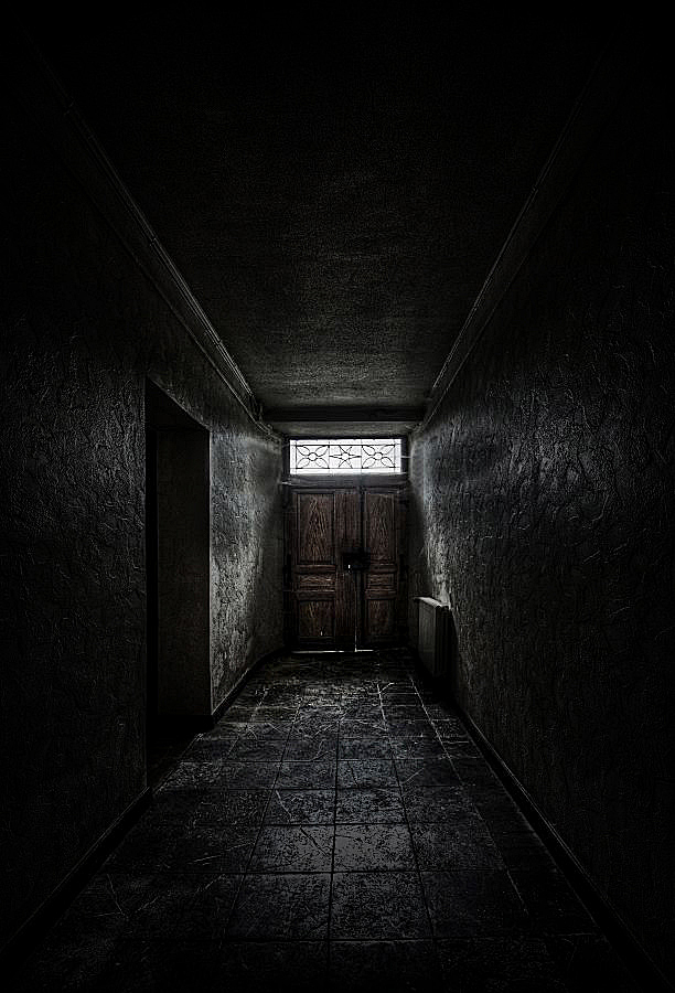 Corridor of Doom by stengchen
