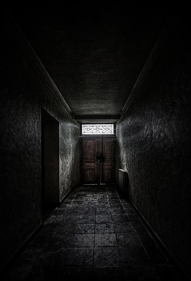Corridor of Doom by stengchen