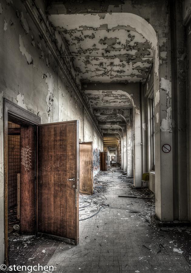 Endless Corridor by stengchen