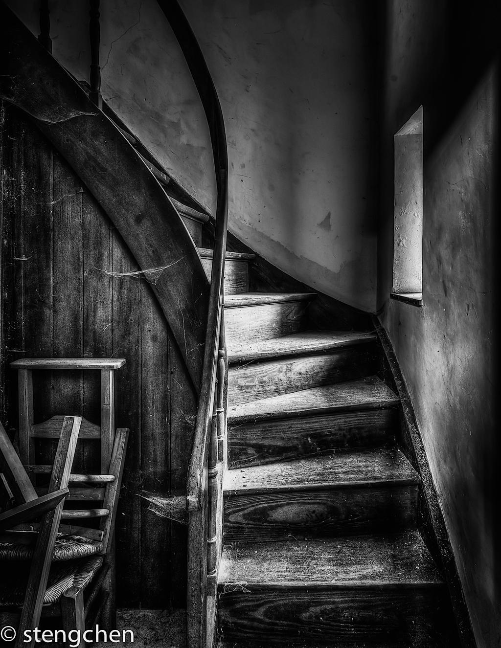 Dark Stairs by stengchen