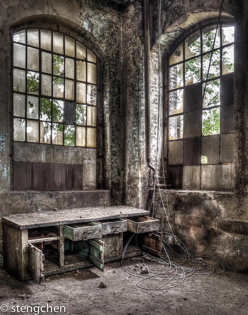 Cabinet by stengchen