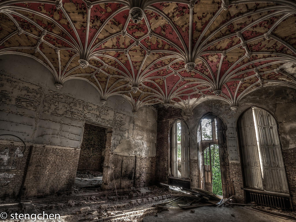 Red Ceiling by stengchen