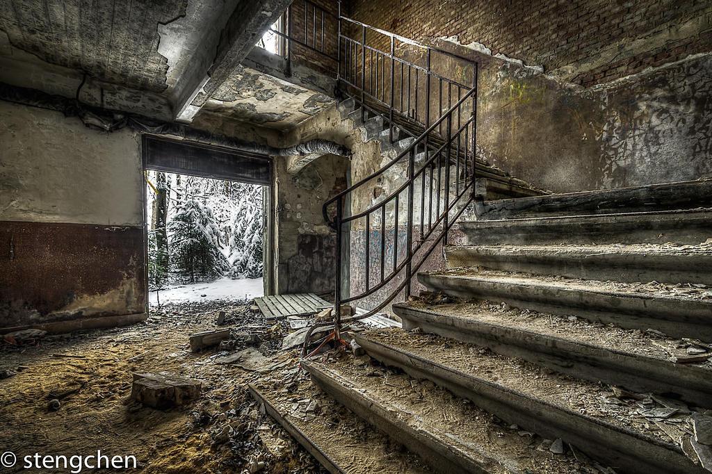 Frozen Stairs by stengchen