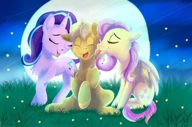 girls cuddles