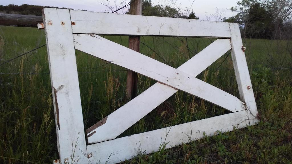 Rustic gate by nanciesweb