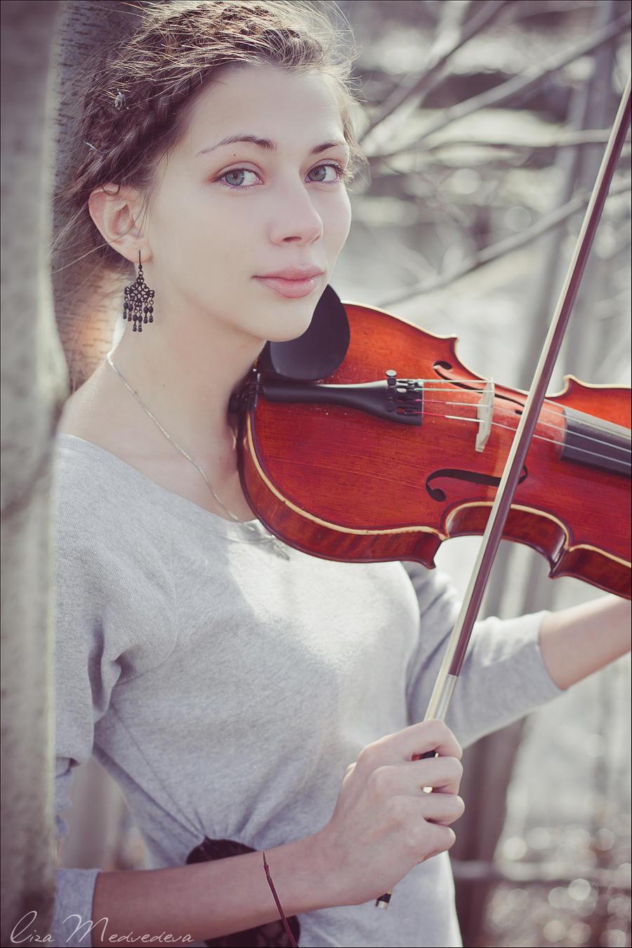 Violin by Krapivka2007