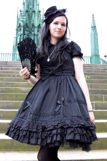 Gothic Lolita 1 by schwarze-eiselfe