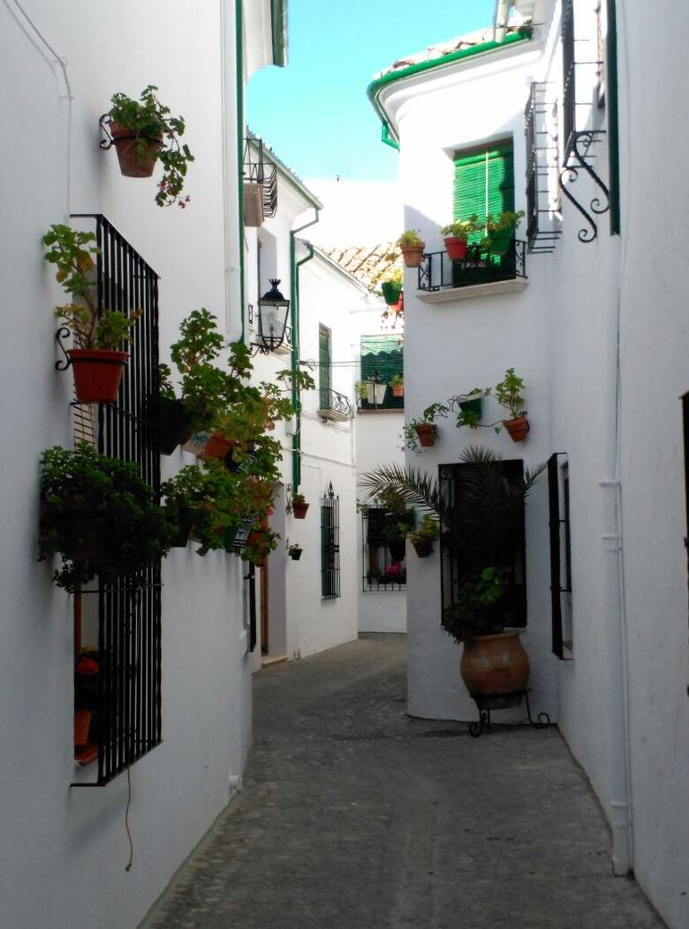 Calle en Priego II by maitelivingdeadsoul