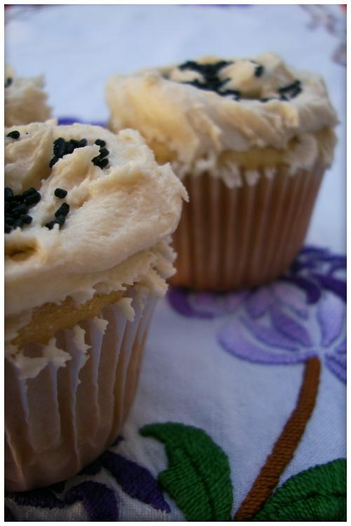 White cupcakes by harleshinn