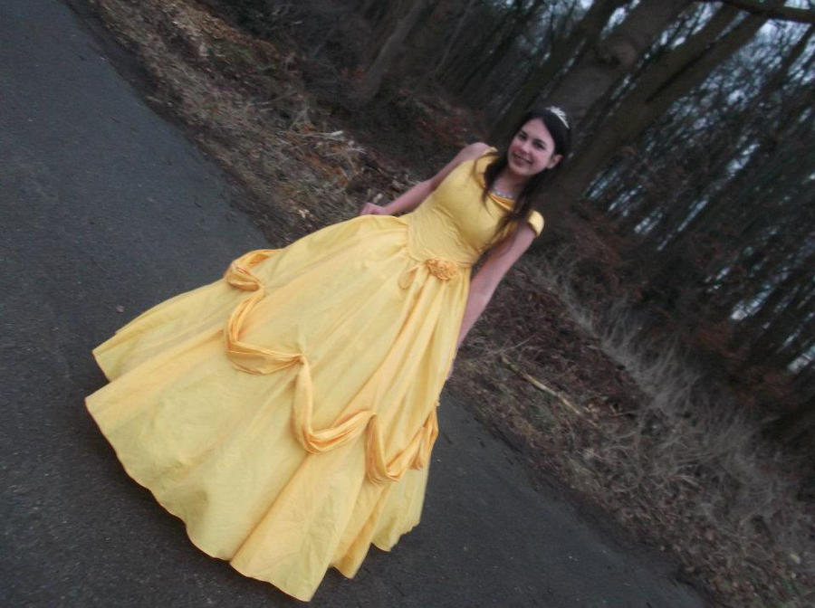 Belle Cosplay by NaomiFan