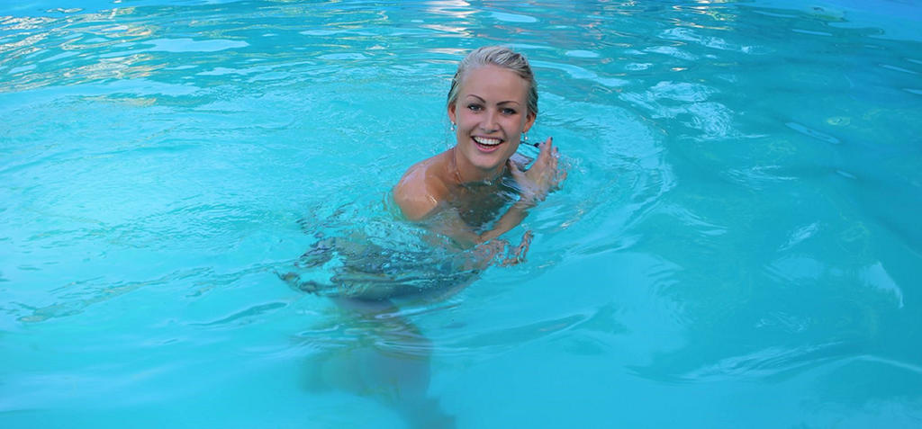 Pool Princess by diddydave