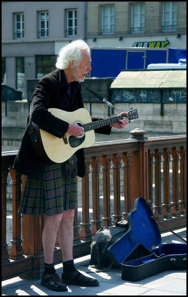 A scot folk singer in Paris by DeFutura