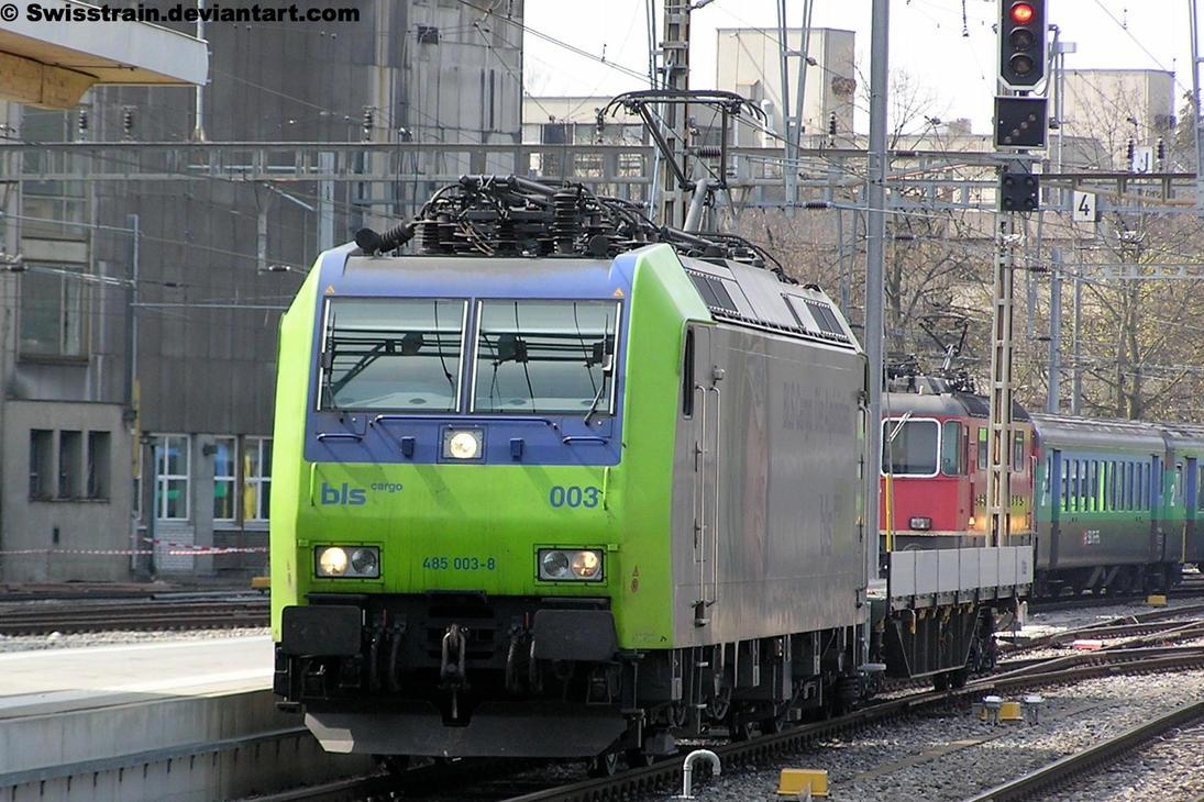 BLS Re 485 003-8 by SwissTrain