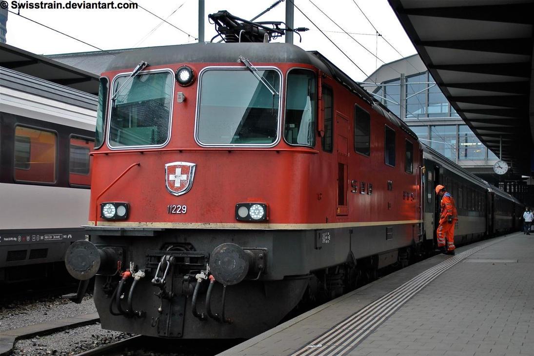 SBB Re 4-4 II 11229 by SwissTrain