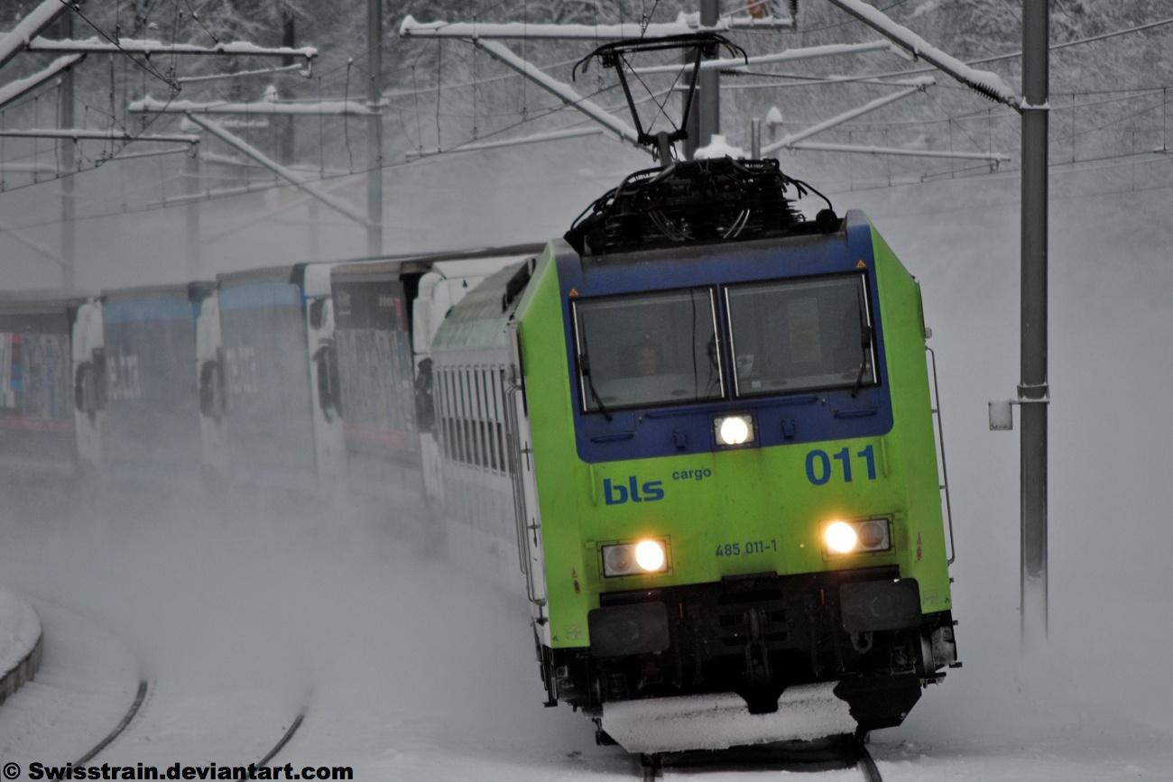 BLS Re 485 011-1 by SwissTrain