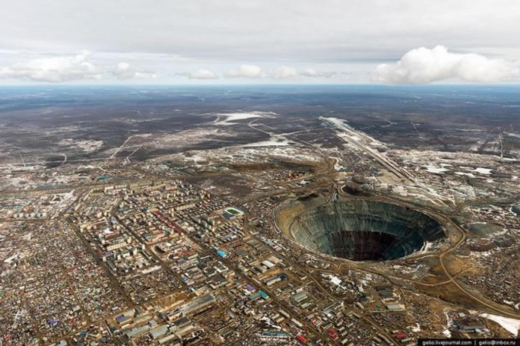 A large hole  by kenshimizu2013