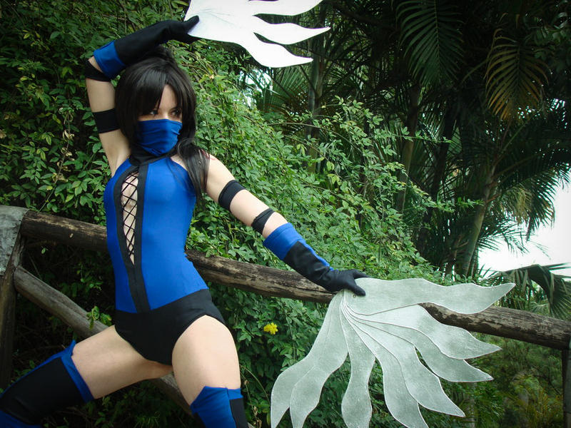 Kitana Cosplay, from Mortal Kombat by MishiroMirage