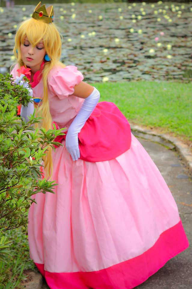 Princess Peach by MishiroMirage