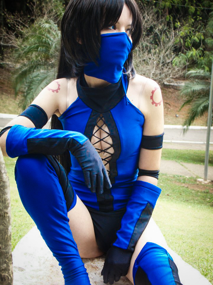 Kitana - Mortal Kombat cosplay by MishiroMirage